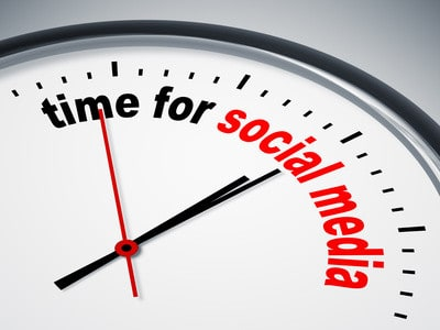 image of a clock that says Time for Social Media